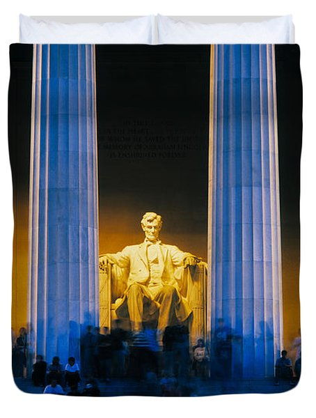Tourists At Lincoln Memorial Duvet Cover
