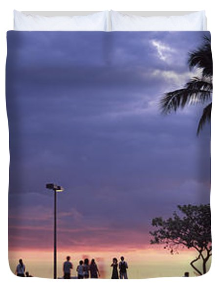 Tourists On The Beach, Honolulu, Oahu Duvet Cover