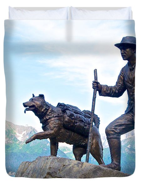 Trail Blazers Sculpture For 2012 Iditarod Beginning At Mile 0 In Seward-ak Duvet Cover