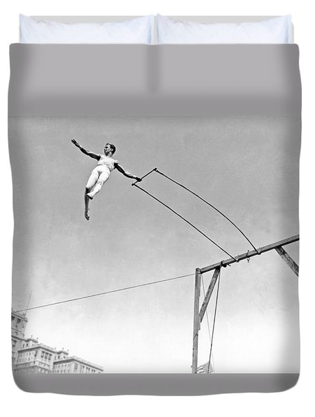 Trapeze Artist On The Swing Duvet Cover by Underwood Archives
