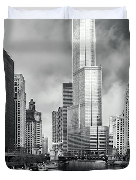 Duvet Cover featuring the photograph Trump Tower In Chicago by Steven Sparks
