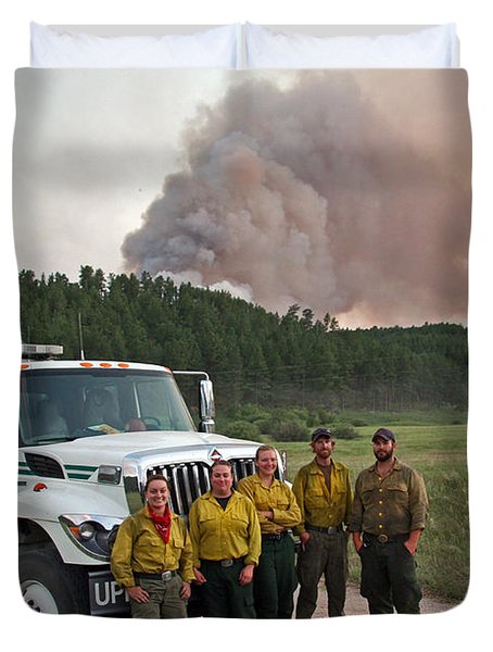 Duvet Cover featuring the photograph Umpqua Engine 25 On Myrtle Fire by Bill Gabbert