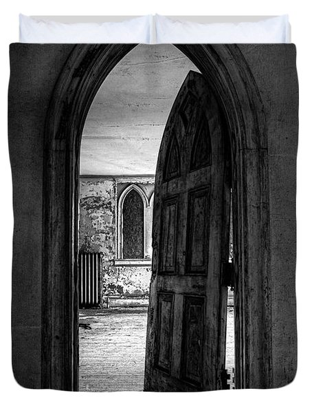 Unhinged - Old Gothic Door In An Abandoned Castle Duvet Cover by Gary Heller