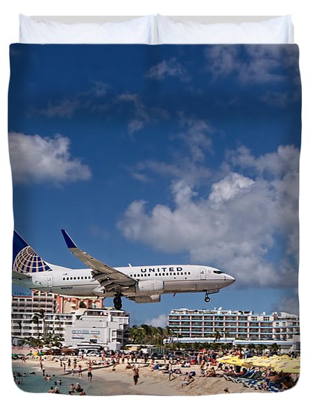 United Low Approach St Maarten Duvet Cover