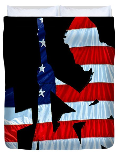 A Time To Remember United States Flag With Kneeling Soldier Silhouette Duvet Cover