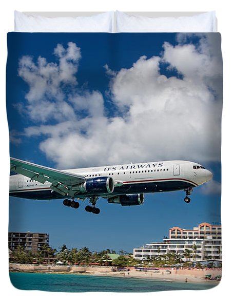 U S Airways Landing At St. Maarten Duvet Cover