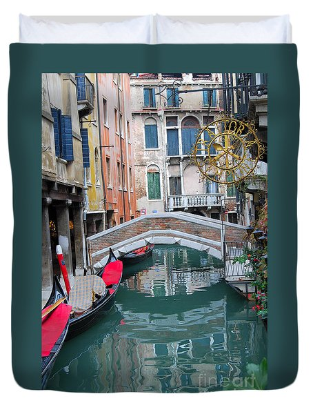Venice Canal And Buildings Duvet Cover by Eva Kaufman