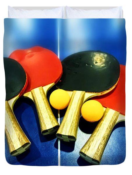 Vibrant Ping-pong Bats Table Tennis Paddles Rackets On Blue Duvet Cover