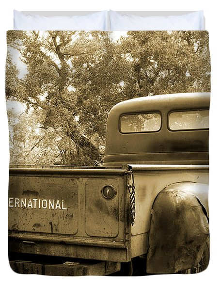 Duvet Cover featuring the photograph Vintage International by Steven Bateson