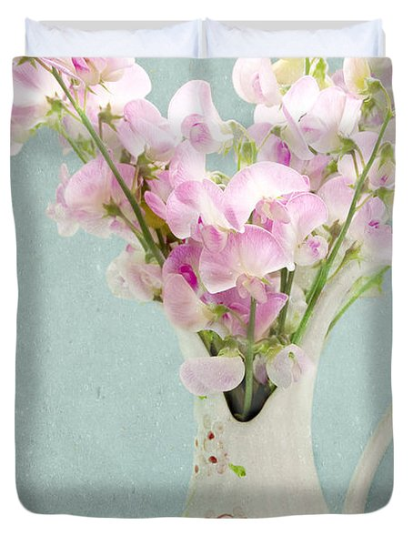 Duvet Cover featuring the photograph Vintage Sweet Peas In A Pitcher by Peggy Collins