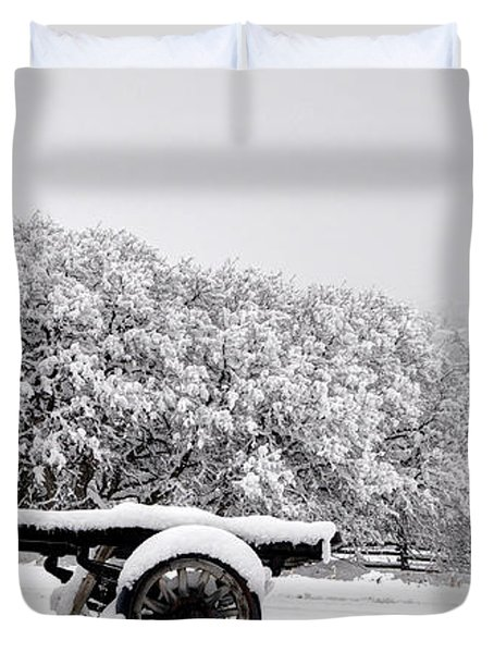 Vintage Wagon In Snow And Fog Filled Valley Duvet Cover by Gary Whitton