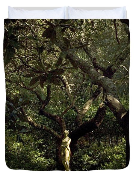 Duvet Cover featuring the photograph Virginia Dare Statue by Greg Reed