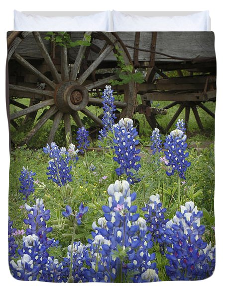 Wagon With Bluebonnets Duvet Cover
