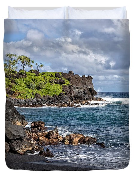 Waianapanapa State Park's Black Sand Beach Maui Hawaii Duvet Cover