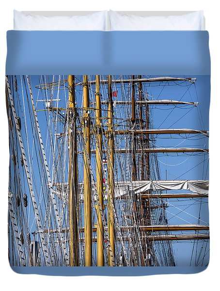 Duvet Cover featuring the photograph Waiting For Good Winds by Edgar Laureano