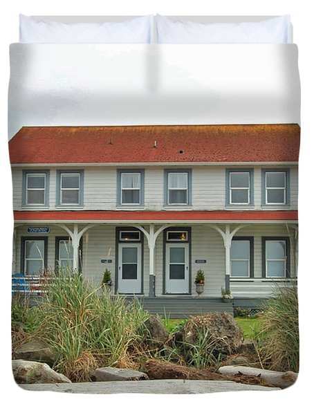 Duvet Cover featuring the photograph Waiting For Guests by E Faithe Lester