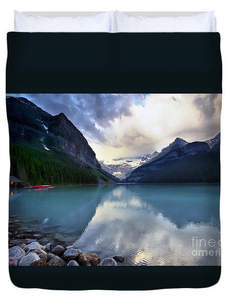 Waiting For Sunrise At Lake Louise Duvet Cover by Teresa Zieba