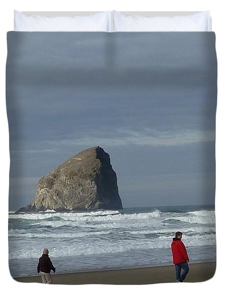 Duvet Cover featuring the photograph Walking On The Beach by Susan Garren