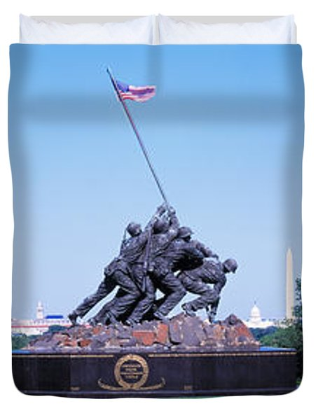 War Memorial With Washington Monument Duvet Cover