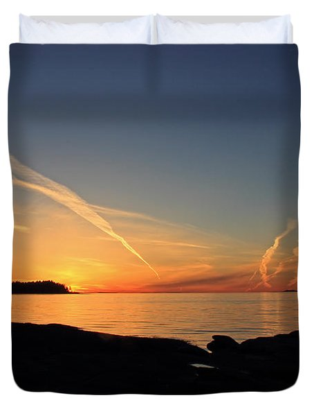 Watching The Sun Go Down Duvet Cover by Randy Hall