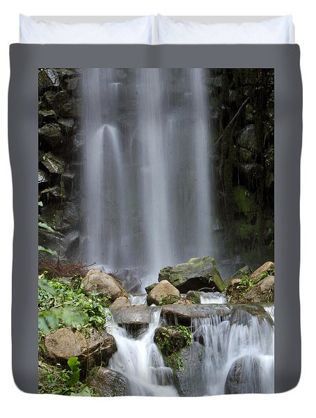 Duvet Cover featuring the photograph Waterfall In Singapore by Shoal Hollingsworth