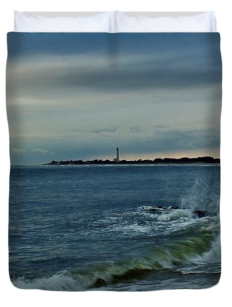 Wave Crashing At Cape May Cove Duvet Cover by Ed Sweeney