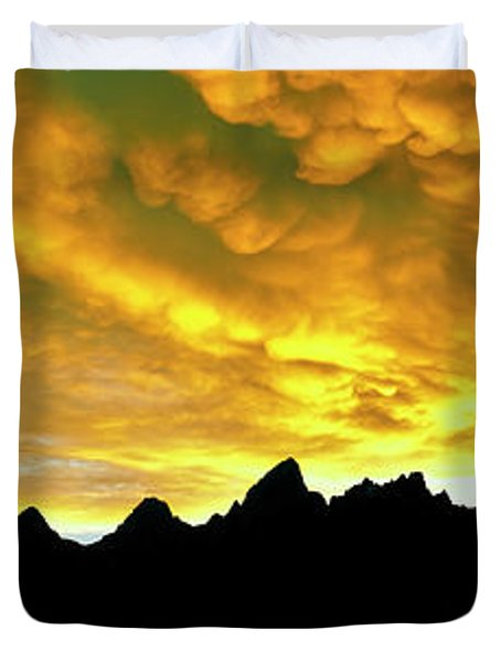 Wave Of Mammatus Clouds At Sunset Duvet Cover