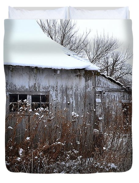Weathered Barns In Winter Duvet Cover
