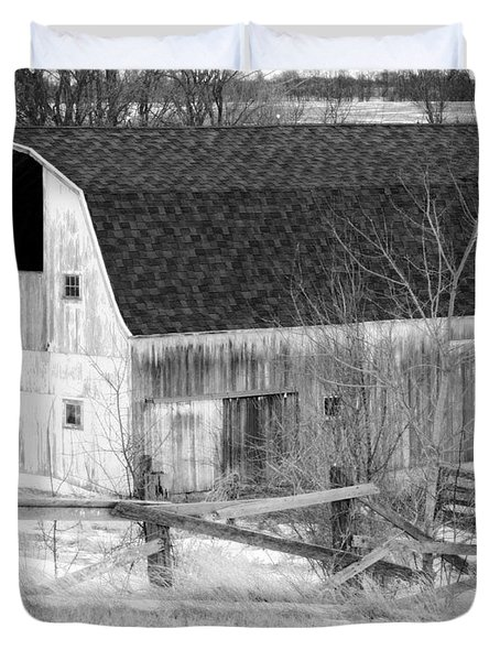Western New York Farm 1 In Black And White Duvet Cover by Tracy Winter