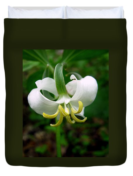 White Flowering Rose Trillium Duvet Cover