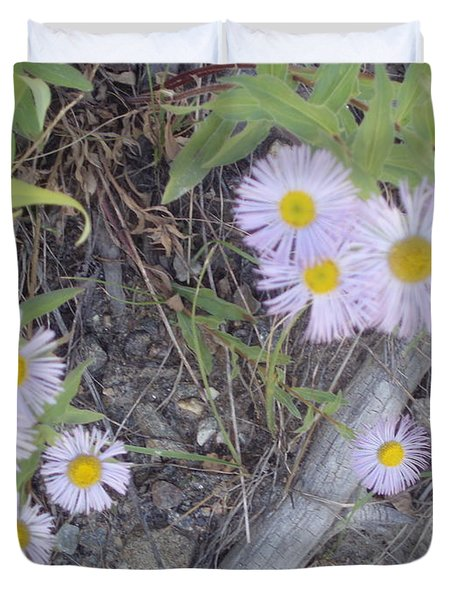 Duvet Cover featuring the photograph White In The Wild by Fortunate Findings Shirley Dickerson