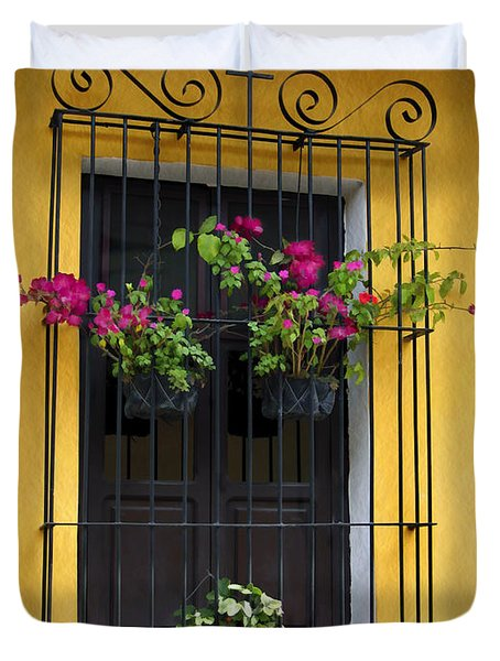 Window At Old Antigua Guatemala Duvet Cover