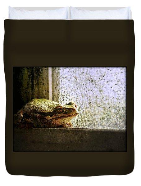 Windowsill Visitor Duvet Cover