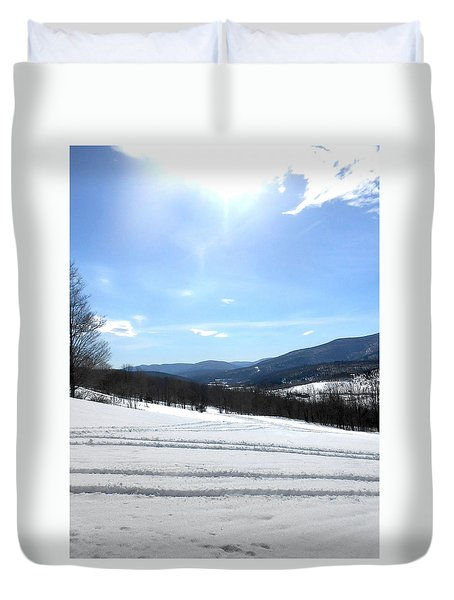 Winter Mountain Views Of Vly And Hunter Duvet Cover by Patricia Keller