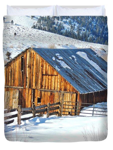 Wintering Range Barn Duvet Cover