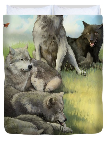 Wolf Gathering Lazy Duvet Cover