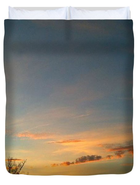 Duvet Cover featuring the photograph Wonder by Linda Bailey