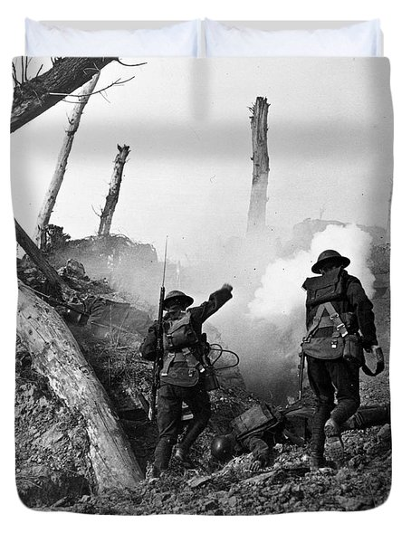 Wwi American Soldiers  Duvet Cover by Photo Researchers