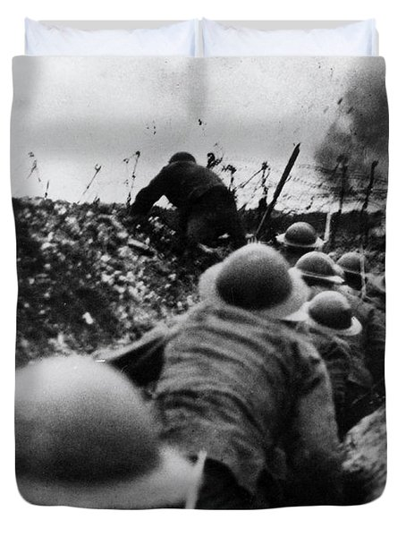 Wwi Over The Top Trench Warfare Duvet Cover by Photo Researchers