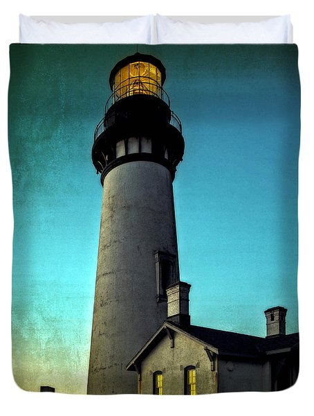 Duvet Cover featuring the photograph Yaquina Head Lighthouse At Sunset by Thom Zehrfeld