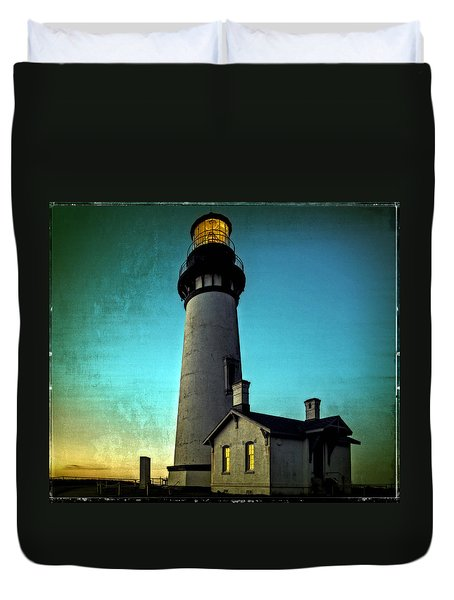Yaquina Head Lighthouse At Sunset Duvet Cover