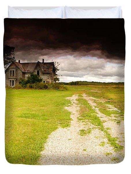Abandoned Farmhouse Duvet Cover