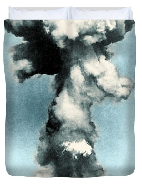 Atomic Bombing Of Nagasaki Duvet Cover by Science Source