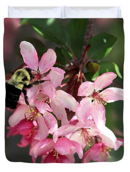 Duvet Cover featuring the photograph Buzzing Beauty by Elizabeth Winter