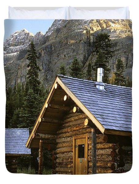 Cabin In Yoho National Park, Lake Duvet Cover by Ron Watts