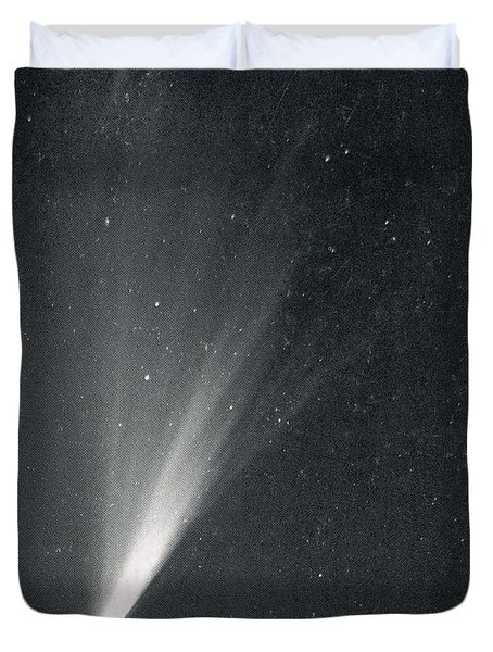 Comet West, 1976 Duvet Cover by Science Source