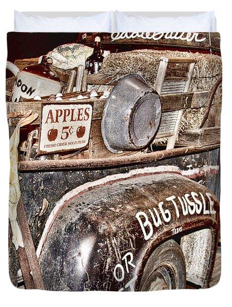 Eddie Bauer Bug Tussle Pick Up Duvet Cover by Douglas Barnard