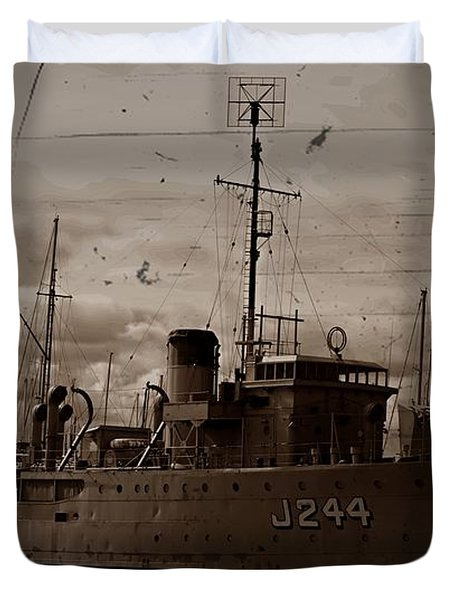 Duvet Cover featuring the photograph Hmas Castlemaine 2 by Blair Stuart