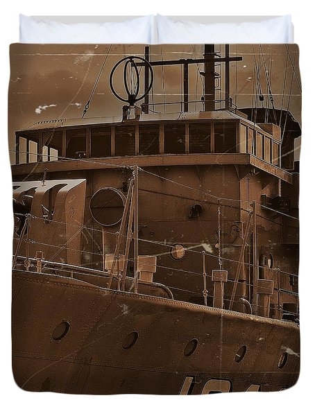 Duvet Cover featuring the photograph Hmas Castlemaine 4 by Blair Stuart