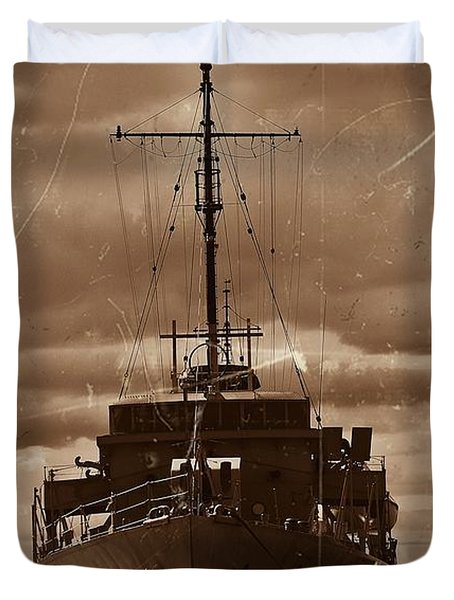 Duvet Cover featuring the photograph Hmas Castlemaine by Blair Stuart